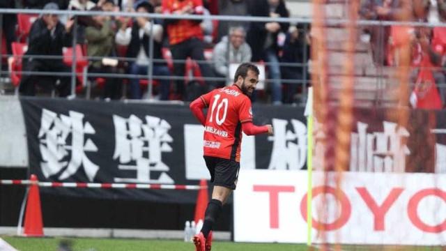 Japão: time de Jô vence; Muralha leva gol de 'letra'