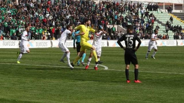 Goleiro marca aos 49 do 2º tempo e empata jogo na Turquia; veja