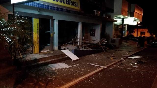 Assaltantes explodem banco e fazem reféns em Santa Clara do Sul (RS)