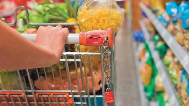 Inflação da cesta básica encosta em 16% em 12 meses; veja lista
