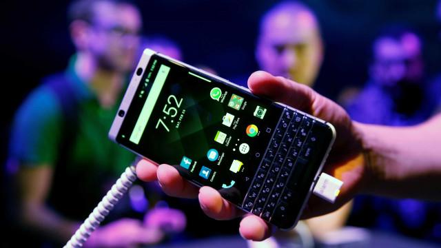 BlackBerry processa Facebook por violação de patentes