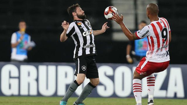 Botafogo sofre, mas Rodrigo Pimpão decide em vitória sobre o Bangu