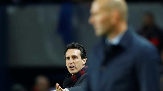 Torcida do PSG pede Zidane como técnico após eliminação