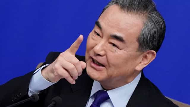 China diz que 'tomará medidas' em caso de guerra comercial com os EUA