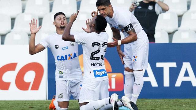Com reservas, Santos perde do São Bento na Vila, mas avança como líder