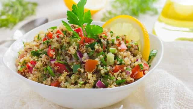 Almoço leve e saboroso: aprenda uma receita de tabule