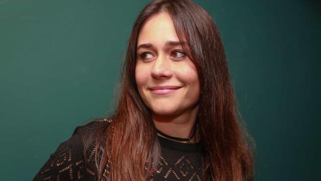 Saiba como a nova peça de Alessandra Negrini está mais perto do cinema que do palco