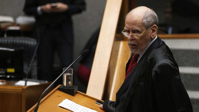 Pertence se reúne com Lula para decidir se deixa a defesa do petista