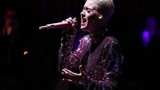 Com álbum mais maduro, Katy Perry mantém caráter lúdico e pop