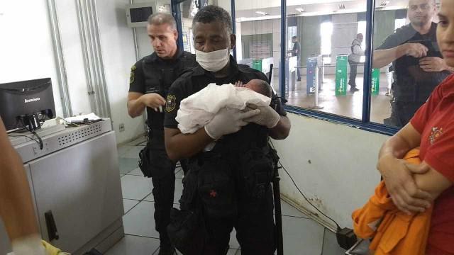 Mulher dá à luz dentro de estação de metrô de Brasília