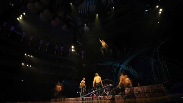 Artista do Cirque du Soleil erra acrobacia aérea e morre nos EUA; vídeo