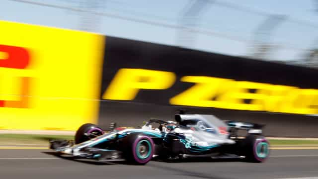 Hamilton supera Bottas e lidera 3º treino marcado por acidente