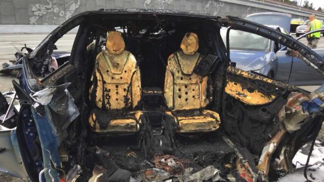 Motorista não estava com as mãos no volante em acidente fatal com Tesla