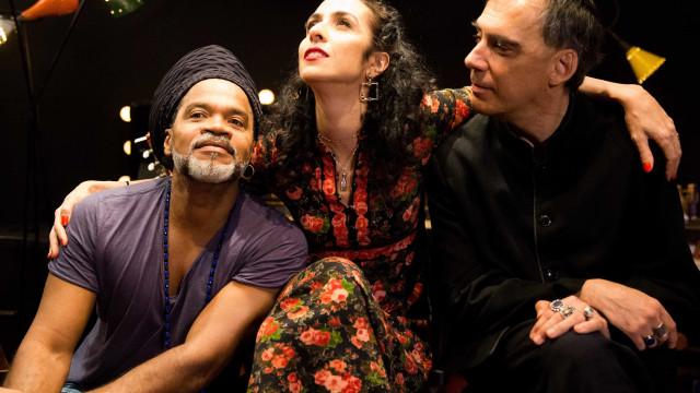 Tribalistas misturam seus dois álbuns em harmonia na abertura de turnê