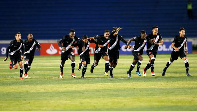 Botafogo e Vasco iniciam disputa do título carioca no Engenhão