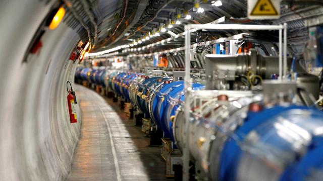 Maior acelerador de partículas do mundo volta a funcionar após pausa