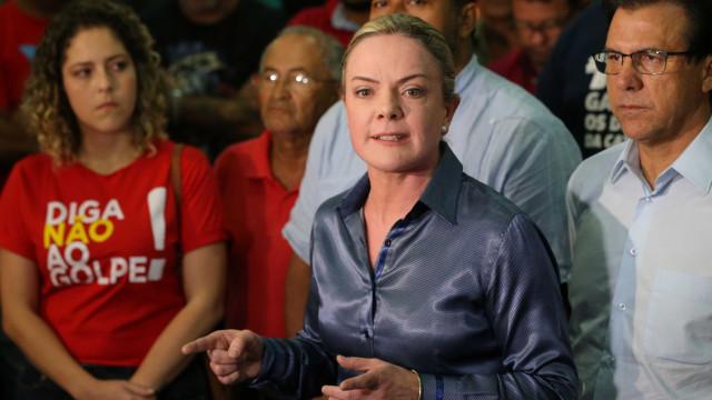 'Mesmo preso, Lula vai ser candidato e ganhar a eleição', afirma Gleisi