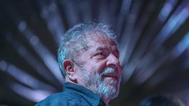 Lula recebe rosário enviado pelo papa Francisco
