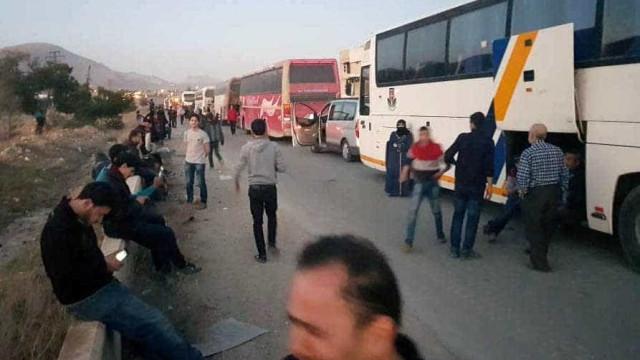 Rebeldes começam a deixar Douma em troca da libertação de reféns