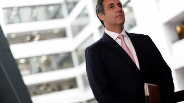 Ex-advogado de Trump admite pagamento a atriz pornô