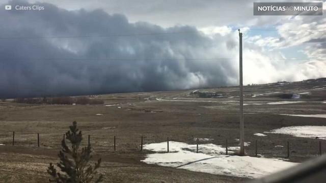 """Tsunami"" de nuvens é filmado no Canadá; vídeo"