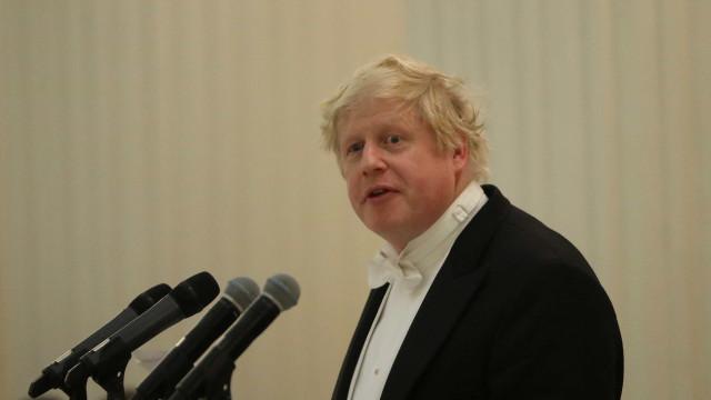 Boris Johnson renuncia e agrava crise no Reino Unido