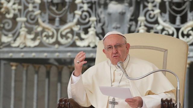 Papa Francisco aceita renúncia de cardeal acusado de abuso sexual