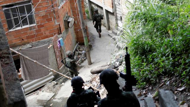 MP e polícia fazem operação contra milicianos no Rio