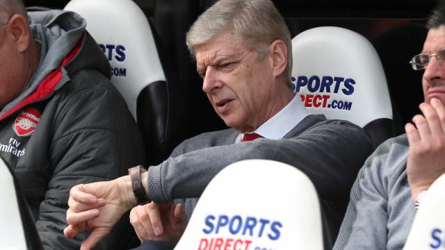 Após 22 anos, Arsène Wenger deixará o comando do Arsenal