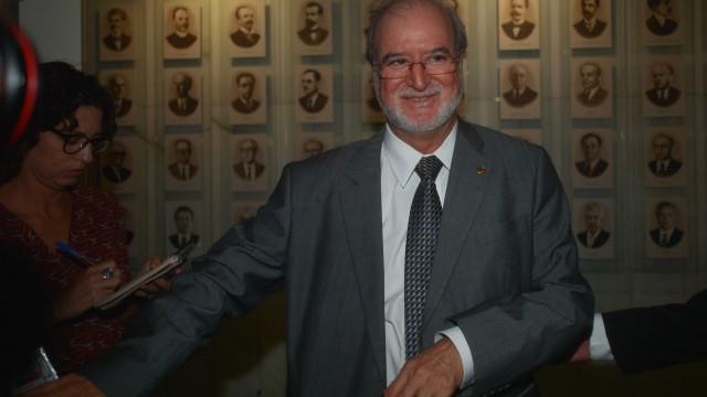 Justiça nega recursos e expede mandado de prisão de Azeredo