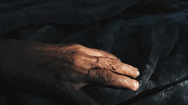 Após denúncia, idoso de 73 anos é encontrado morto dentro de casa