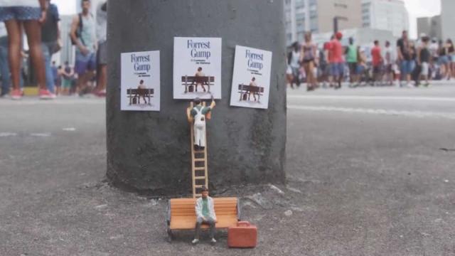 Artista cria cenários do cotidiano em miniatura