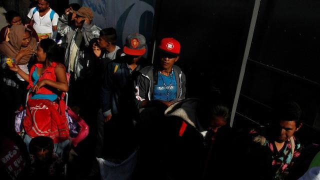 Imigrantes da América Central chegam a Tijuana sob ameaças