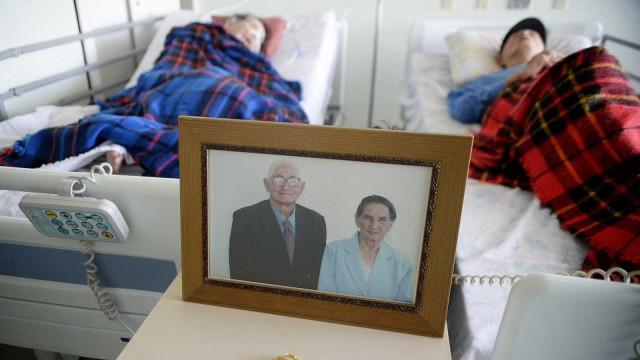 Aos 101 e 102 anos, casal hospitalizado recebe alta junto