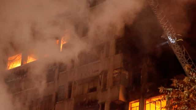 Veja vídeo do momento em que prédio desaba em São Paulo