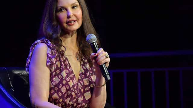 Ashley Judd sofre acidente no Congo e espera horas por socorro