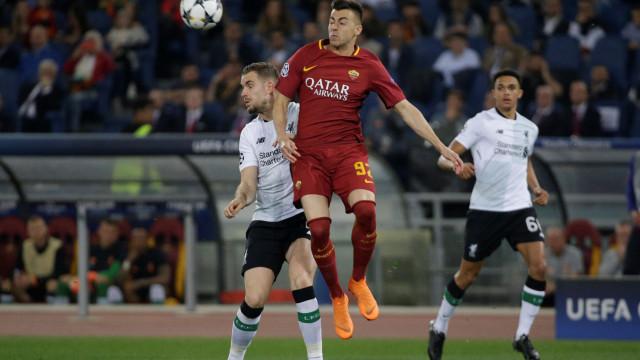 UEFA abre inquérito para apurar confusão em jogo entre Roma e Liverpool