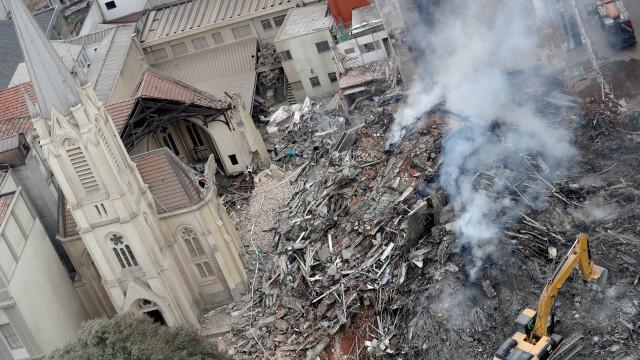 Síndico de prédio vizinho ao edifício que desabou alertou sobre 'vão'