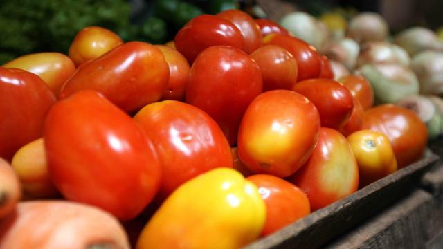 Alta do preço do tomate é destaque no mercado atacadista em abril, diz Conab
