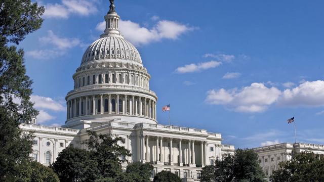 Senado dos EUA encerra sessão sem acordo para muro; 'Shutdown' continua