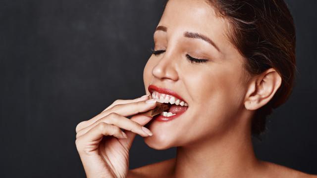 Seis benefícios comprovados do chocolate amargo para a saúde