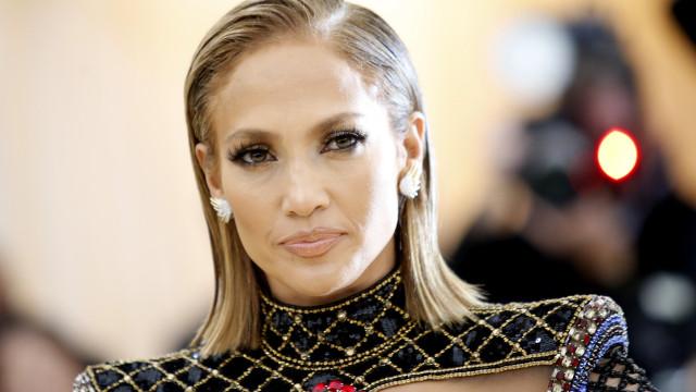 Jennifer Lopez é pedida em noivado com anel de R$ 3,8 milhões