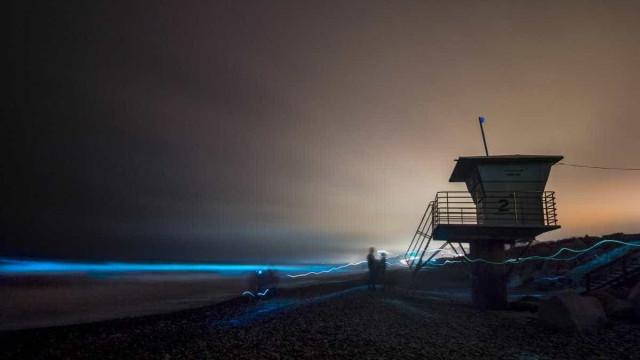 Mar em San Diego se torna azul-metálico e surpreende moradores