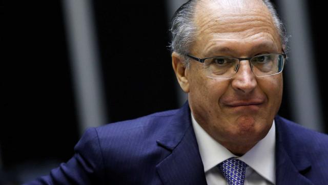 Gestão Alckmin manteve bônus para professor mesmo admitindo ineficácia