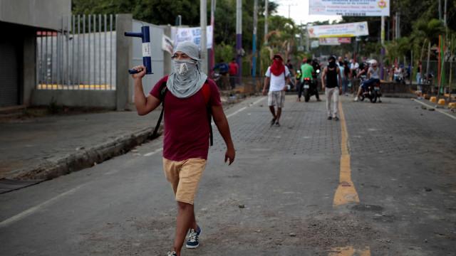 Nicarágua vive dia de saques e barricadas; protestos somam 54 mortos