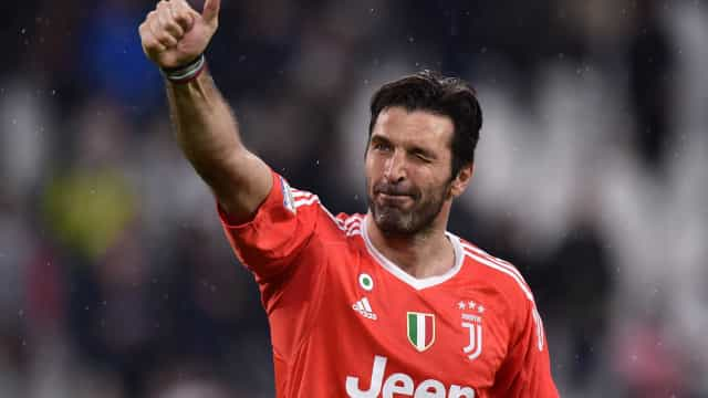 Buffon passa por exames e acerta volta à Juventus