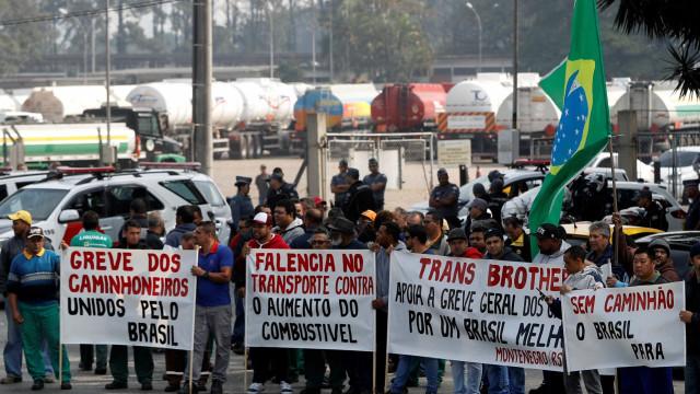 Juiz determina liberação imediata de rodovias e autoriza força policial