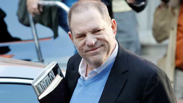 Harvey Weinstein se entrega para a polícia de Nova York