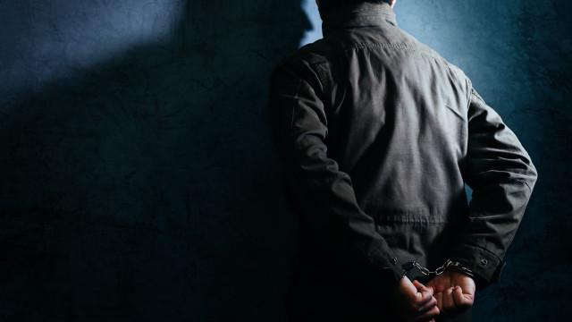 Filho de 17 anos mata mãe e esconde corpo dentro do armário