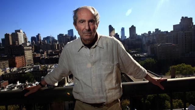 Editora cancela de vez livros do biógrafo de Philip Roth acusado de estupro